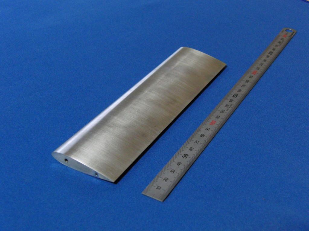 材質:アルミ,サイズ:190mm×50mm,ワイヤーカット,タップ加工,翼,