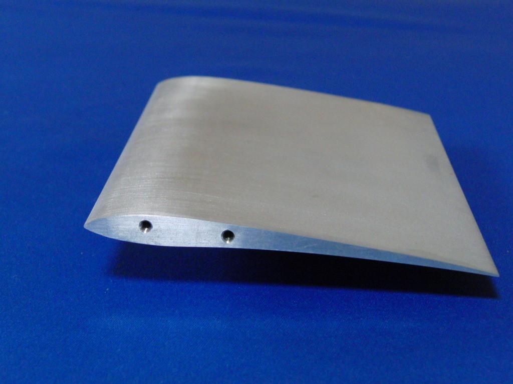 材質:アルミ,サイズ:150mm×50mm,ワイヤーカット,タップ加工,特殊翼,