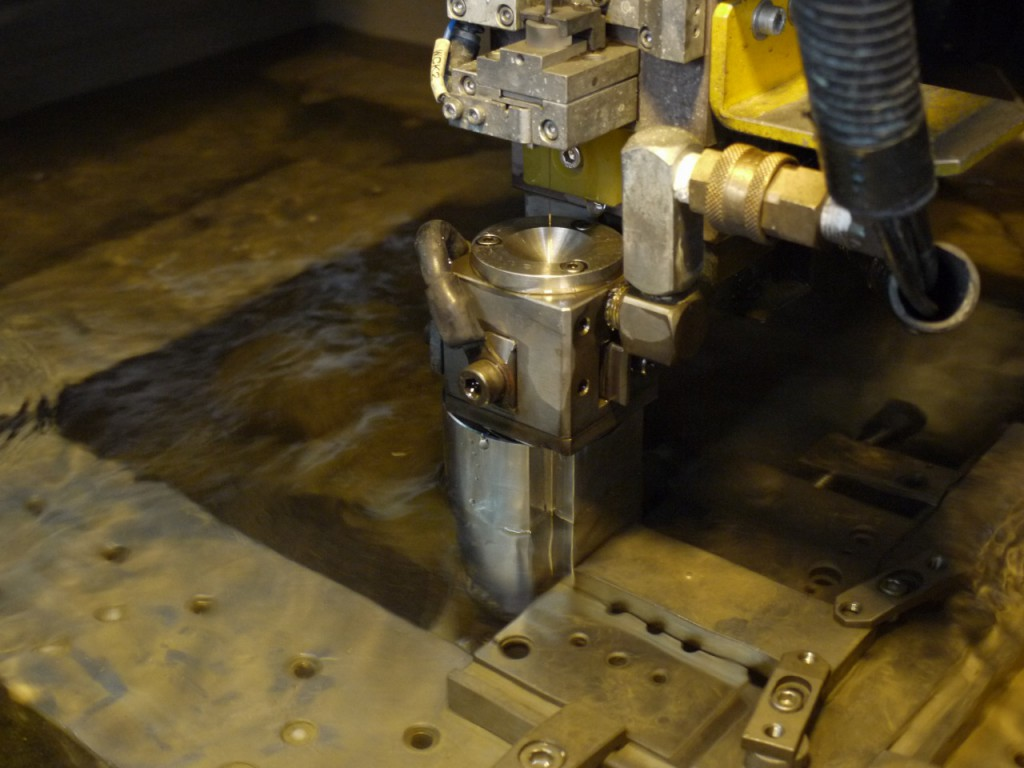 下町ボブスレー2号機部品製作の様子|ワイヤーカット|大野精機